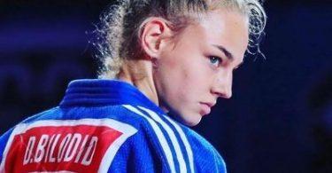 La judoka Daria Bilodid ci mostra il suo triangolo inverso. 2