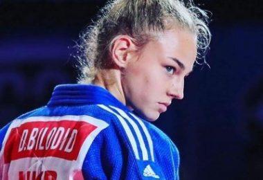 La judoka Daria Bilodid ci mostra il suo triangolo inverso. 7